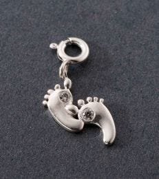 fourseven Footprints Charm in sterling silver