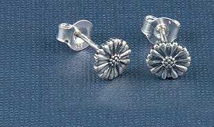 Les fleurs daisy stud earrings in silver for girls