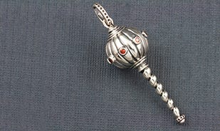 Sashakta hanumanji gada pendant in silver